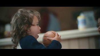 Clorox Disinfecting Wipes TV Spot, 'Defenderse: baloncesto' canción de Donnie Daydream [Spanish] - Thumbnail 1
