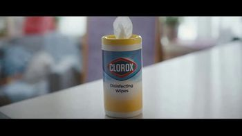 Clorox Disinfecting Wipes TV Spot, 'Defenderse: baloncesto' canción de Donnie Daydream [Spanish] - Thumbnail 3