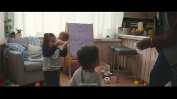 Clorox Disinfecting Wipes TV Spot, 'Defenderse: baloncesto' canción de Donnie Daydream [Spanish] - Thumbnail 5