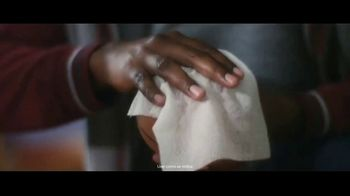 Clorox Disinfecting Wipes TV Spot, 'Defenderse: baloncesto' canción de Donnie Daydream [Spanish] - Thumbnail 6