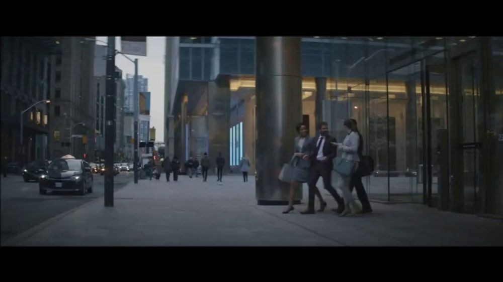 Holiday Inn TV Commercial, 'Happy Hour'