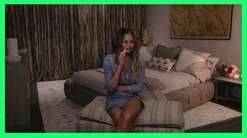 Hulu TV Spot, 'Reality TV' Featuring Chrissy Teigen, Chris Harrison - Thumbnail 6