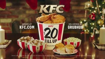 KFC $20 Fill Up TV Spot, 'Holidays: Carolers' - Thumbnail 9