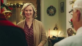 KFC $20 Fill Up TV Spot, 'Holidays: Carolers' - Thumbnail 8