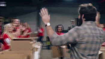 Wells Fargo TV Spot, '2019 AMAs: Helping Food Banks' Featuring Thomas Rhett - Thumbnail 4