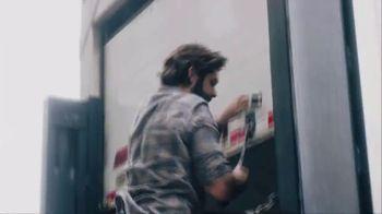 Wells Fargo TV Spot, '2019 AMAs: Helping Food Banks' Featuring Thomas Rhett - Thumbnail 7