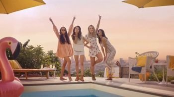 Taco Bell Rolled Chicken Tacos Party Packs TV Spot, 'Pool Party' - Thumbnail 1