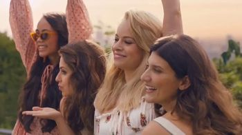 Taco Bell Rolled Chicken Tacos Party Packs TV Spot, 'Pool Party' - Thumbnail 3
