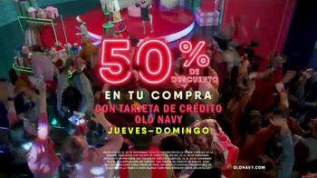 Old Navy TV Spot, 'Regalos para ustedes: 50 por ciento con tarjeta de crédito' [Spanish] - Thumbnail 7