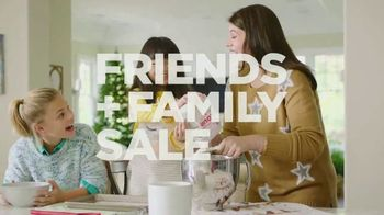 Kohl's Friends + Family Sale TV Spot, 'Outerwear, Sweaters and Throws' - Thumbnail 2