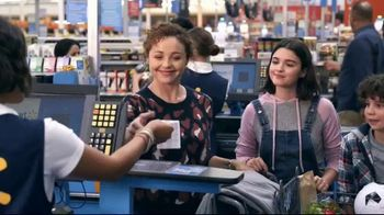 Walmart TV Spot, 'Holidays: Commander of the Cart' - Thumbnail 8