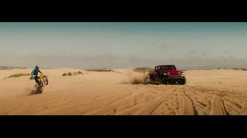 Jeep Gladiator TV Spot, 'Seats: Snow' Song by Zayde Wolf [T1] - Thumbnail 8