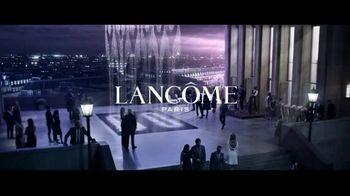Lancôme La Vie Est Belle TV Spot, 'Shine Bright: Holiday Beauty Box' Featuring Julia Roberts - Thumbnail 1