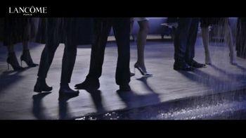 Lancôme La Vie Est Belle TV Spot, 'Shine Bright: Holiday Beauty Box' Featuring Julia Roberts - Thumbnail 3