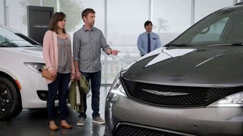 Chrysler Black Friday Sales Event TV Spot, 'Van Family With Employee Pricing' [T2] - Thumbnail 3
