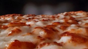 Papa John's Extra Cheesy Alfredo Pizza on Garlic Parmesan Crust TV Spot, 'On' - Thumbnail 4