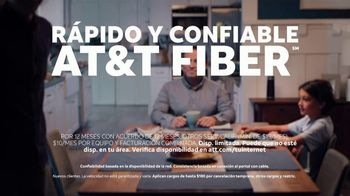AT&T Internet Fiber TV Spot, 'Altavoz inteligente: traduce' [Spanish] - Thumbnail 8
