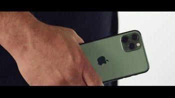Verizon TV Spot, 'Aceves Family: iPhone 11 on Us' - Thumbnail 4