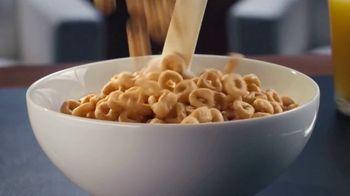 Honey Nut Cheerios TV Spot, 'Buzz's Big News: Happy Hearts' - Thumbnail 2
