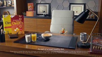 Honey Nut Cheerios TV Spot, 'Buzz's Big News: Happy Hearts' - Thumbnail 4