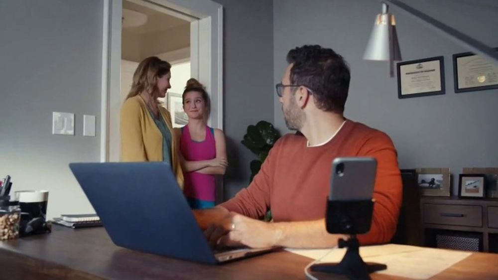 WeatherTech DeskFone TV Commercial, 'Thieves'