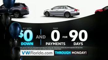 Volkswagen Black Friday Clearance TV Spot, 'Holiday Shopping Season' [T2] - Thumbnail 3