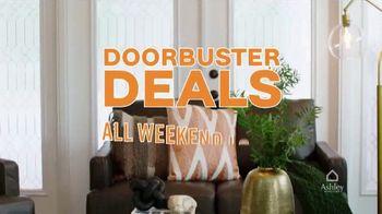 Ashley HomeStore Black Friday TV Spot, 'Doorbuster Deals: Queen Beds & Recliners' - Thumbnail 4