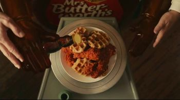 KFC Chicken & Waffles Nashville Hot TV Spot, 'Delicious Union' Song by The Righteous Brothers - Thumbnail 5