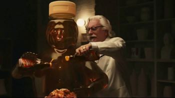 KFC Chicken & Waffles Nashville Hot TV Spot, 'Delicious Union' Song by The Righteous Brothers - Thumbnail 8