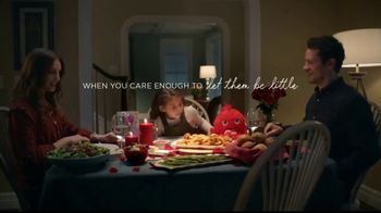 Hallmark Gold Crown Stores TV Spot, 'Valentine's Day: What's For Dinner' - Thumbnail 10