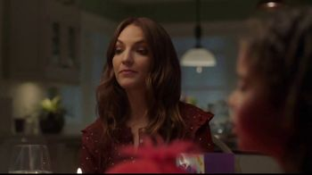 Hallmark Gold Crown Stores TV Spot, 'Valentine's Day: What's For Dinner' - Thumbnail 8