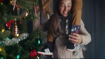 Famous Footwear TV Spot, 'Holiday: Never Ending Tree' - Thumbnail 6
