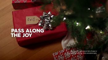 Famous Footwear TV Spot, 'Holiday Dinner Table: BOGO' - Thumbnail 7