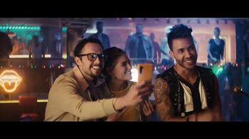 Sprint Ofertas de Black Friday TV Spot, 'Roadside Bar: S10' con Prince Royce [Spanish] - Thumbnail 8