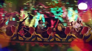 Six Flags Great America  Holiday in the Park TV Spot, 'Biggest and Brightest' - Thumbnail 6