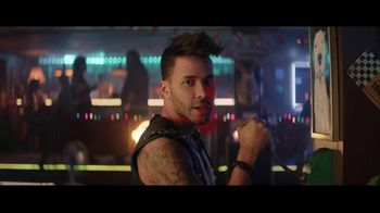 Sprint Ofertas de Black Friday TV Spot, 'Roadside Bar: LG TV' con Prince Royce [Spanish]