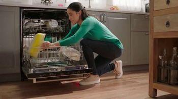 Cascade Platinum TV Spot, 'No lave antes del lavaplatos' [Spanish] - Thumbnail 4