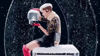 Chanel No. 5 L'EAU TV Spot, 'Crystal Snow Globe' Featuring Lily-Rose Depp - Thumbnail 4