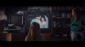Apple iPad TV Spot, 'Holiday: The Surprise' Song by Michael Giacchino - Thumbnail 3