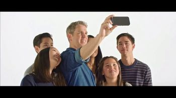 Verizon TV Spot, 'French Family: Motorola razr $700' - Thumbnail 5