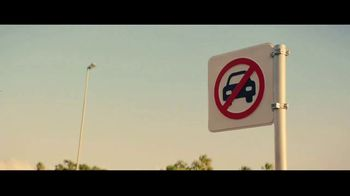 Heineken 0.0 TV Spot, 'Ahora puedes: estacionar' canción de The Isley Brothers  [Spanish] - Thumbnail 6