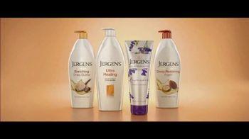 Jergens TV Spot, 'Telling Secrets: Lavender' Featuring Leslie Mann, Maude Apatow - Thumbnail 9