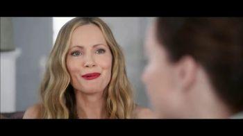 Jergens TV Spot, 'Telling Secrets: Lavender' Featuring Leslie Mann, Maude Apatow - Thumbnail 7