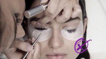 Maybelline New York Falsies Lash Lift Mascara TV Spot, 'Levanta, alagra da volumen' con Gigi Hadid [Spanish] - Thumbnail 4