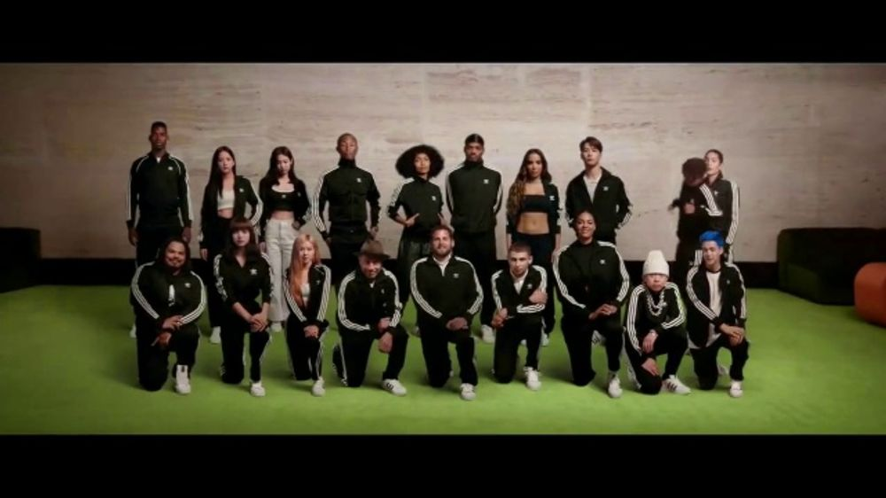 constantemente Marca comercial Uganda  adidas Superstar 2020 TV Commercial, 'Change Is a Team Sport' Feat. Jenn  Soto, Yara Shahidi - iSpot.tv