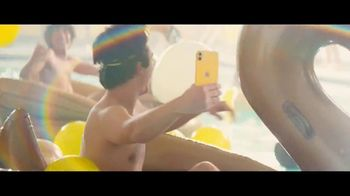 Sprint TV Spot, 'Pool Party: iPhone 11' [Spanish] - Thumbnail 6