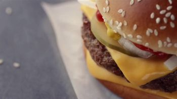 McDonald's Quarter Pounder TV Spot, 'Perfect Made Perfecter: Look Closely' - Thumbnail 9