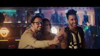 Sprint TV Spot, 'Recibe una MasterCard prepagada de $300 dólares cuando te cambias' con Prince Royce [Spanish] - Thumbnail 5