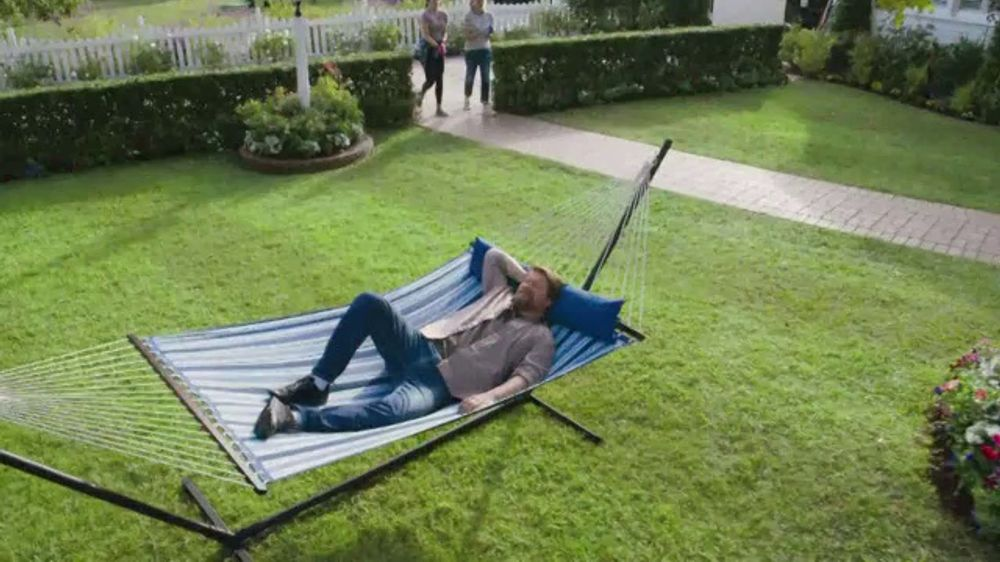 Lowe's TV Commercial, 'Yard-Off: Turf Builder'