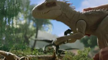 Jurassic World Dino Rivals Destroy 'n Devour Indominus Rex TV Spot, 'Neck Glows Red' - Thumbnail 4